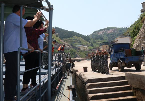 2013年3月,正在霞浦县北礵岛某连服役的小郭在体检时查出身患急性粒